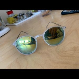 Light green reflective sunglasses